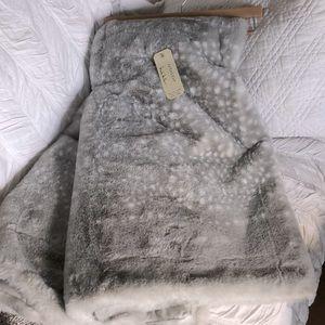 Nicole Miller Artelier Faux Fur Throw Blanket Brown Tone Gray Blend 50x60 Luxury